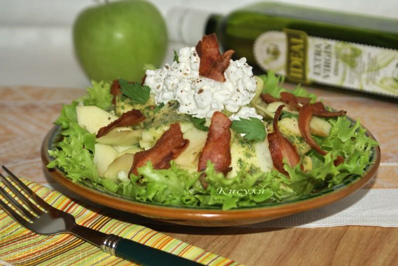 салат с беконом и яблоком