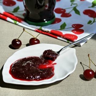 Пряный вишневый конфитюр с розмарином