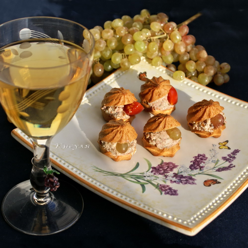 small choux buns with duck and grapes