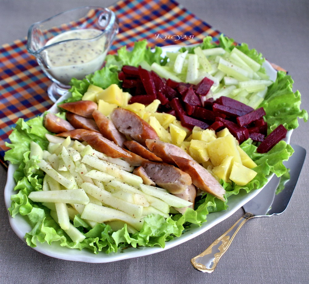 "Salad ""Boker"" with grilled sausages"