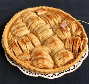 Яблочный пирог с кунжутным кремом