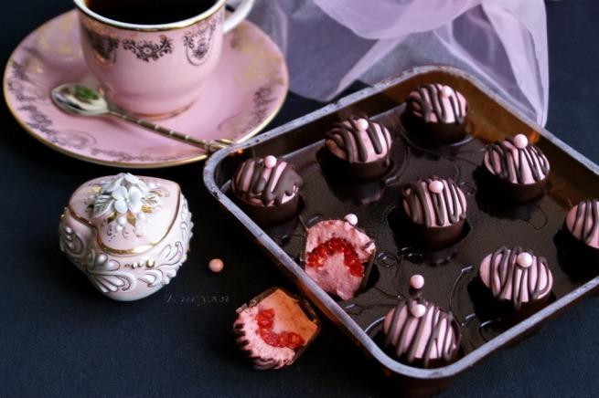 шоколадные конфеты с муссовой начинкой и малиной