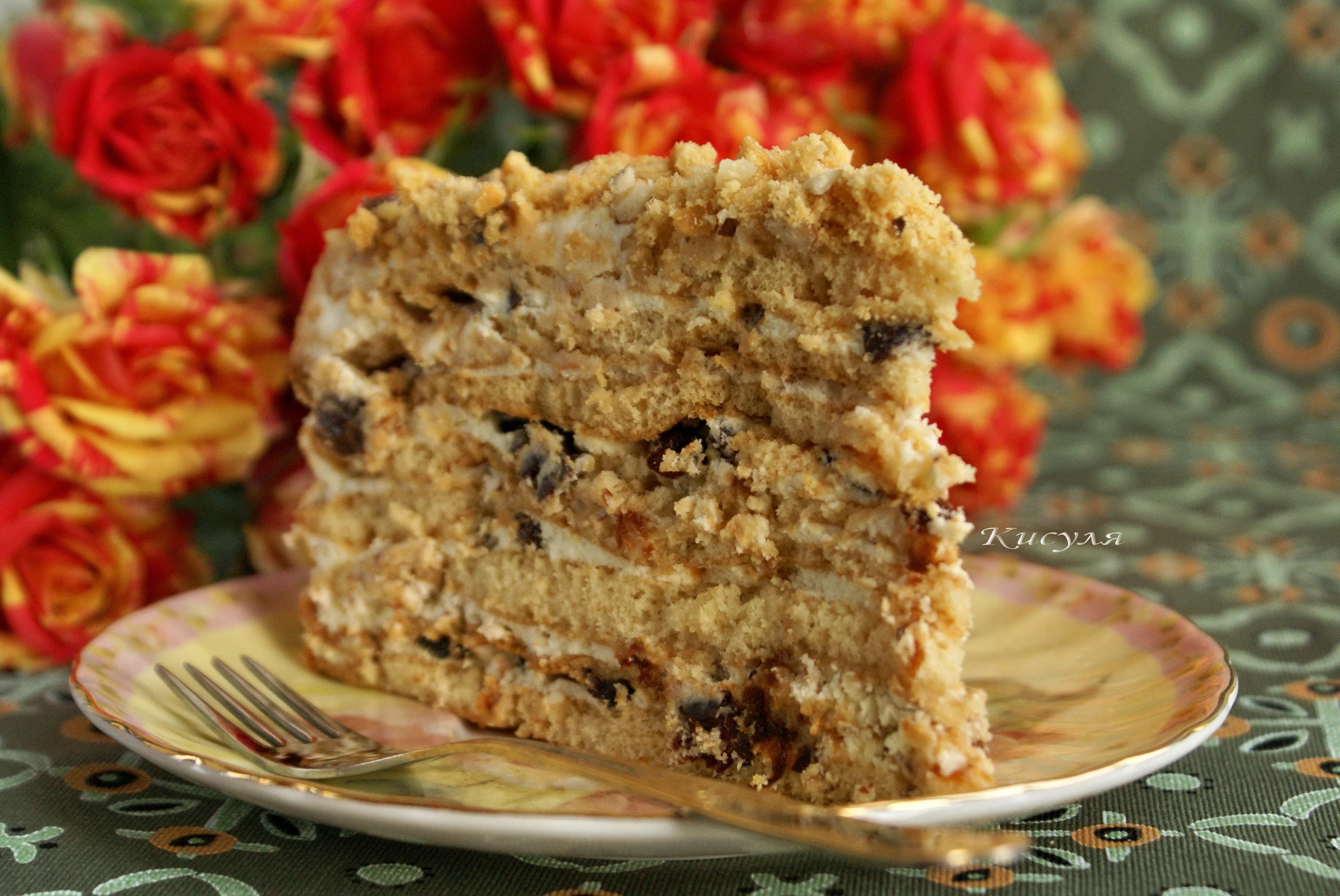 Медовый торт с черносливом и грецкими орехами