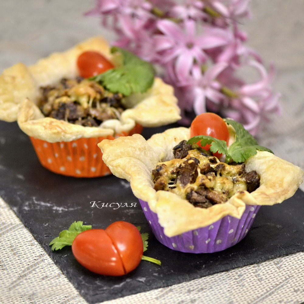 tartlets with chanterelles and bacon