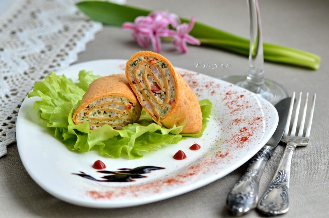 Mini rolls with ham and vegetables