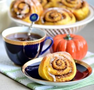 Pumpkin muffins with walnuts and cinnamon