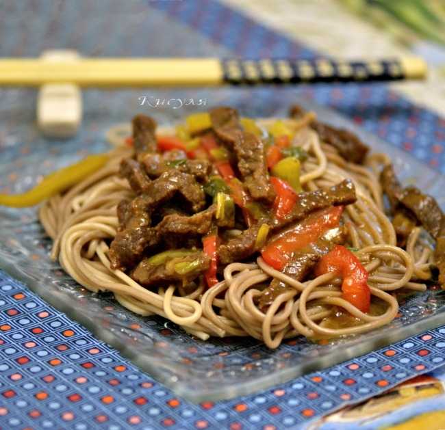 Beef glazed with buckwheat noodles