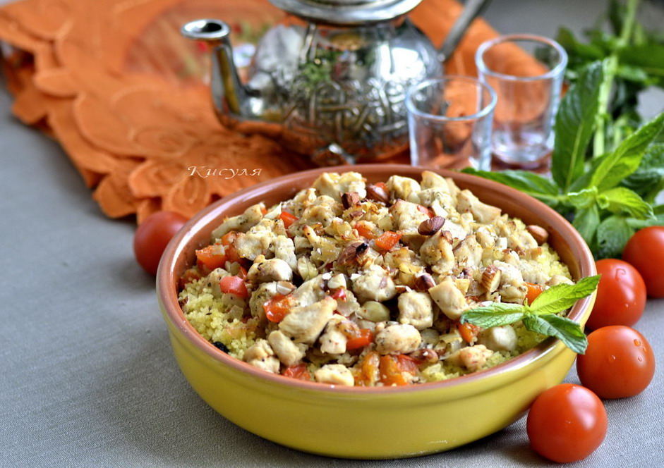 Couscous with chicken and almonds