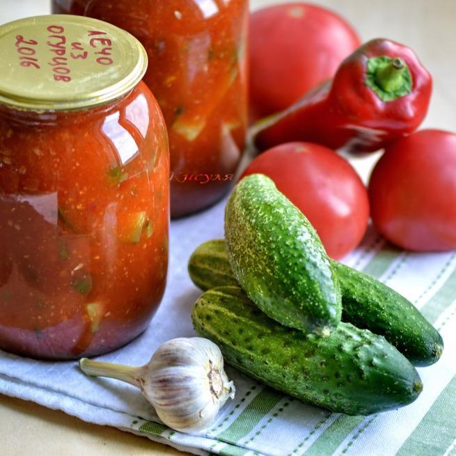 Lecho cucumbers
